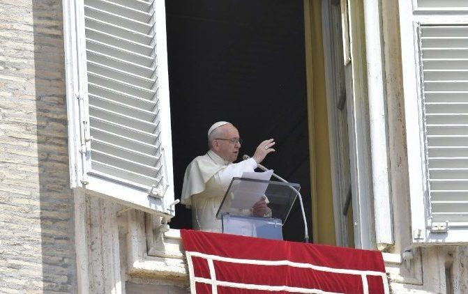 Papa: a caridade dos cristãos não nasce de ideologias mas de Jesus