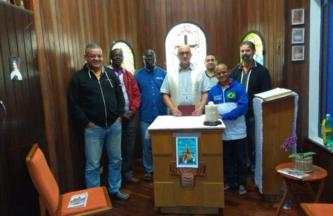 Bispo Oblato Visita a Casa Provincial