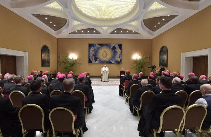 Papa: não basta mudar os livros litúrgicos para melhorar a qualidade da liturgia