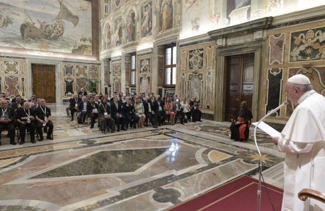 Papa: em meio à vida de injustiças no mar, o serviço da escuta a pescadores e agentes marítimos