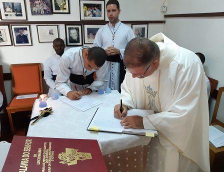 Pós-Noviços Oblatos renovam votos e recebem os ministérios de Acolitado e Leitorado