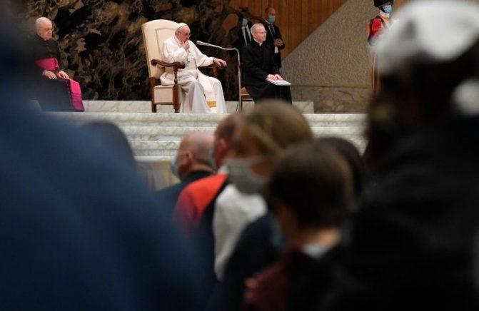 O Papa na Audiência Geral: a oração é a salvação do ser humano