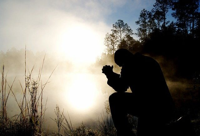 A fé nos leva a confiar em Deus em qualquer circunstância